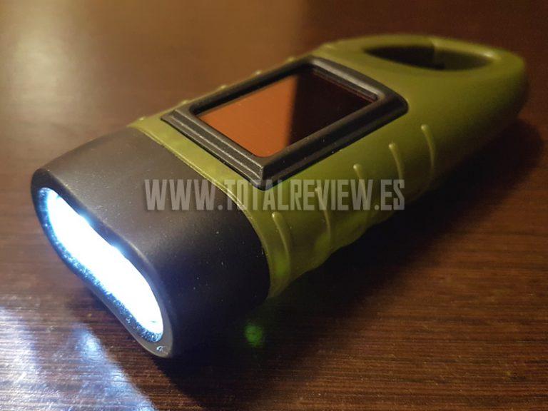 Esta linterna LED recargable no puede faltar en tu coche
