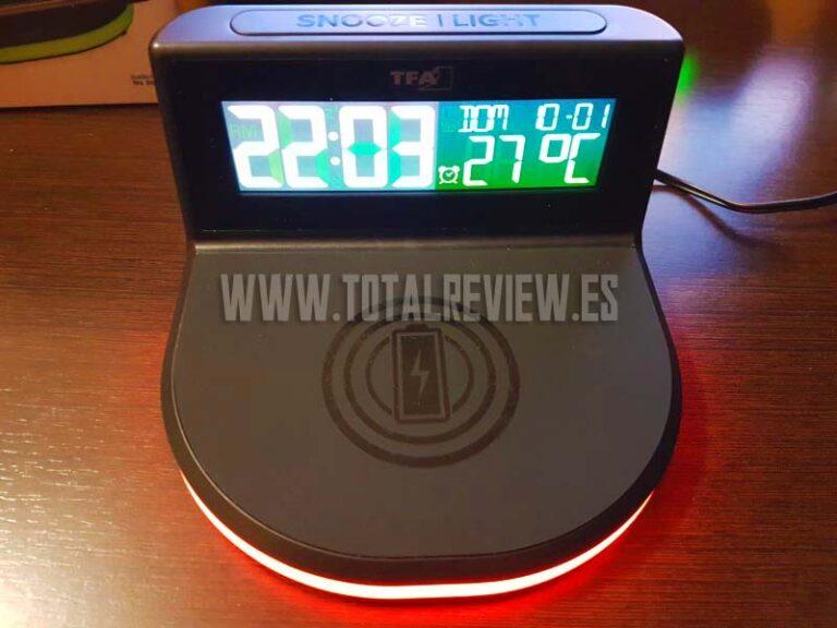 Reloj despertador digital de Amazon con carga inalámbrica